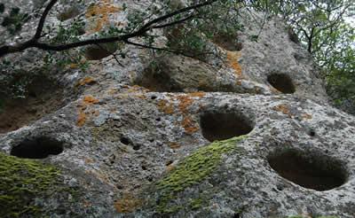 Grotta dell'Utero di Pitigliano Parete Esterna Dettaglio Coppelle Etruscan Corner