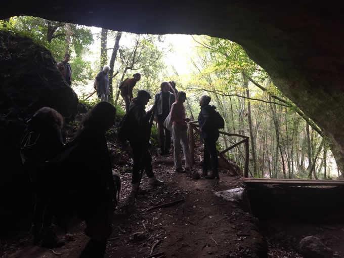 Passeggiata alla Grotta di Settecannelle - Escursionisti