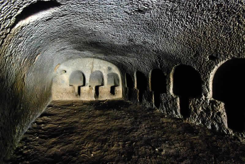 Grotte Ipogei Camere Energetiche - Ipogei di Loiano Tre Nicchie